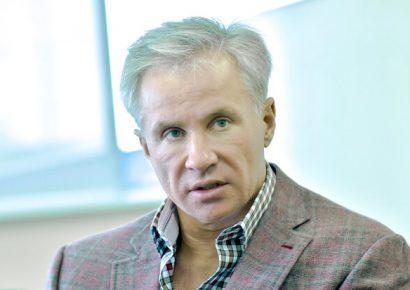 Олигарх Юрий Косюк выкупает землю через своих сотрудников